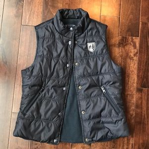 American Eagle navy puffy vest